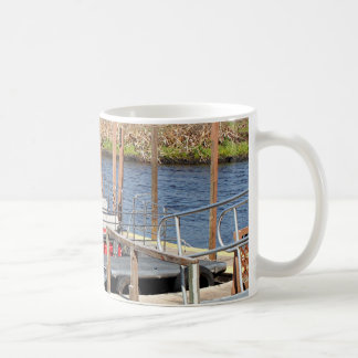 Airboat del pantano de la Florida Taza Clásica