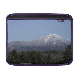 """Aire 13"""" de Macbook de las montañas de Adirondack Fundas Para Macbook Air"""