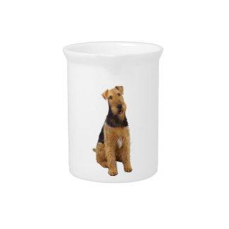 Airedael Terrier (c) - sentándose Jarras Para Bebida