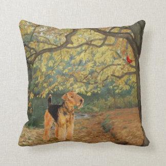 Airedale Terrier Birdwatching Cojín Decorativo