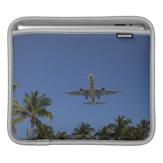 Airplane landing in Miami Sleeve For iPads