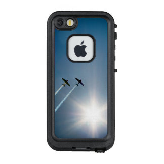 Airplanes Flying on Blue Sky with Sun. LifeProof FRĒ iPhone SE/5/5s Case