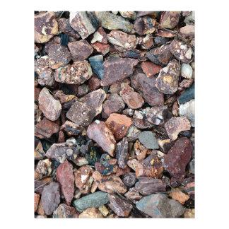 Ajardinar los escombros y las piedras de la roca membrete a diseño