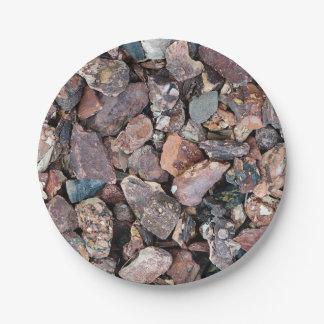 Ajardinar los escombros y las piedras de la roca platos de papel