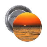 Ajuste anaranjado de la puesta del sol en aguas an pin