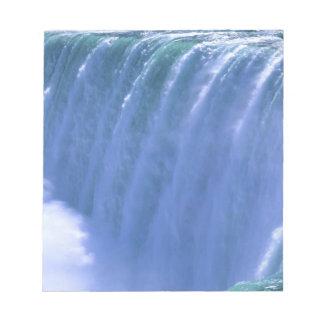 Al borde de Niagara Falls potente, Nueva York Bloc De Notas