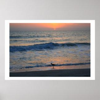 Al borde de puesta del sol posters