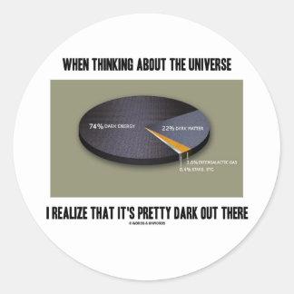 Al pensar el universo realice es oscuro hacia fuer pegatinas