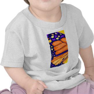 Ala de la mariposa de monarca camisetas