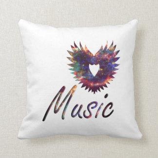 Ala del corazón de la música debajo de la nebulosa almohada