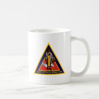 Ala ligera una del ataque taza de café