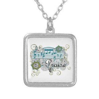 Alabanza con las notas musicales collar plateado