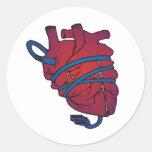Alambre del corazón pegatina redonda