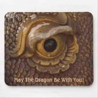Alameda de la suerte del dragón mouse pads