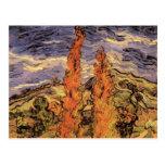 Álamos de Van Gogh dos en un camino a través de la Postal