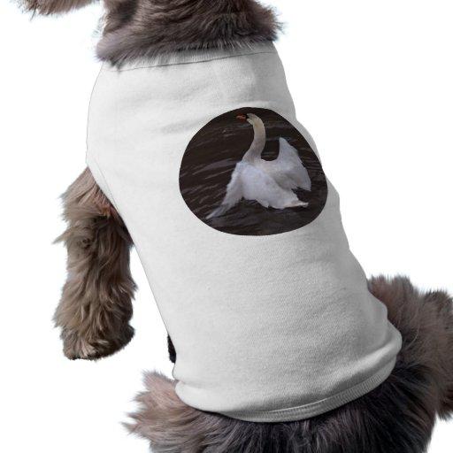 Alas del aleteo del cisne camisetas mascota