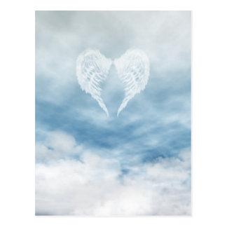 Alas del ángel en cielo azul nublado tarjetas postales