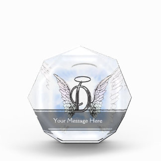Alas del ángel y letra D del monograma del halo