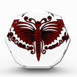 Alas del rojo de ladrillo de la mariposa
