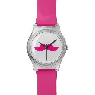 Alas divertidas del ángel del bigote espeso rosado reloj