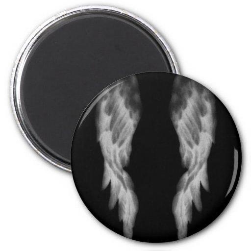 Alas negras del ángel imán redondo 5 cm