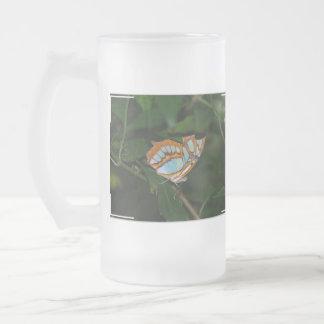 Alas perfectas de la mariposa de Camoflage Taza