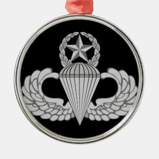 Alas principales del salto/del paracaidista adorno navideño redondo de metal