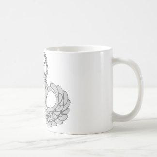Alas principales del salto/del paracaidista taza de café