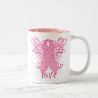 Alas rosadas del amor de la cinta tazas