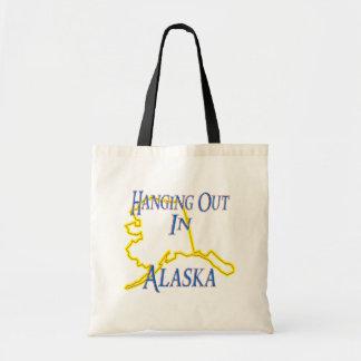Alaska - colgando hacia fuera bolsas de mano