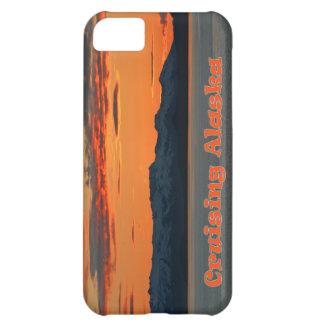 Alaska que cruza puesta del sol anaranjada viva