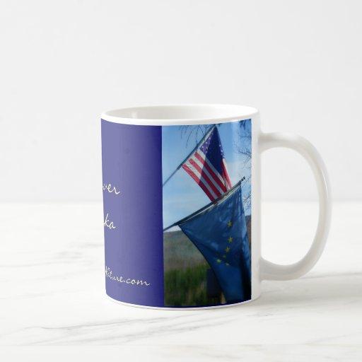 Alaska y bandera americana tazas de café