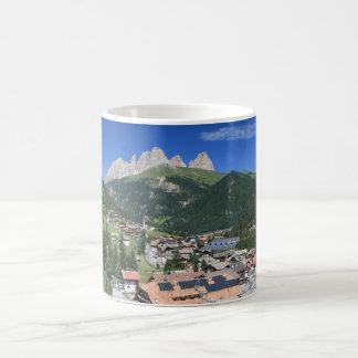 Alba di Canazei, Trentino, Italia Taza Clásica