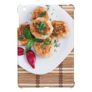 Albóndigas del pollo picadito con la pimienta roja