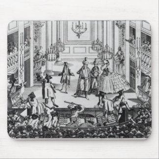 Alboroto en el teatro del jardín de Covent en 1763 Mousepads