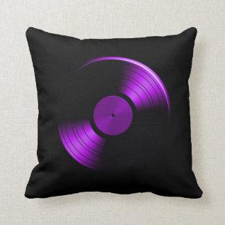 Álbum de disco de vinilo retro en púrpura cojines