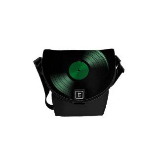 Álbum de disco de vinilo retro en verde bolsa messenger