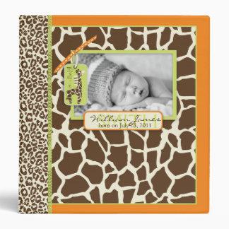 Álbum de foto anaranjado del muchacho del safari