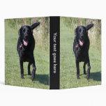 Álbum de foto hermoso del perro negro del labrador