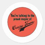 Alcalde orgulloso de la ciudad loca etiqueta redonda