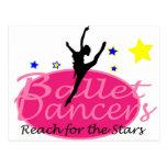 Alcance de los bailarines de ballet para las postal
