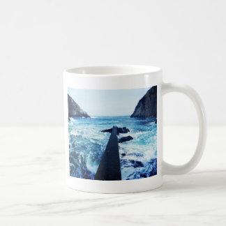 Alcanzar el mar taza básica blanca