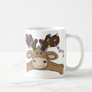 Alces con la taza de las luces de navidad