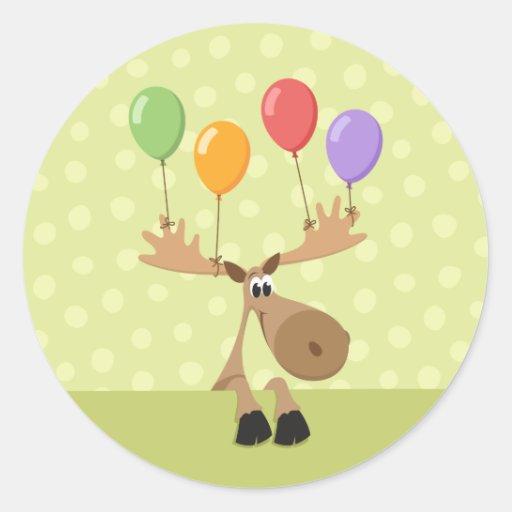 Alces con los pegatinas coloridos del cumpleaños etiqueta redonda