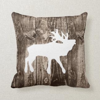 Alces de Bugling en la almohada de tiro de madera