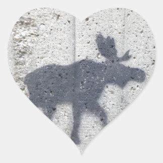 Alces de la pintada de la plantilla pegatina en forma de corazón