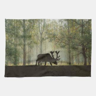 Alces en el ejemplo del bosque toalla