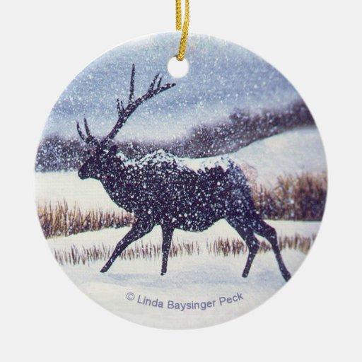 Alces en la nieve adorno navideño redondo de cerámica