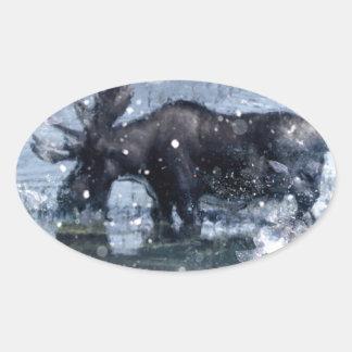Alces nevosos del invierno de la fauna rústica ret colcomanias oval