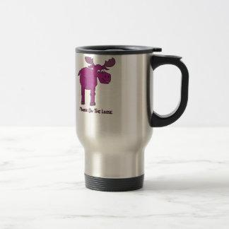 Alces rosados en el flojo taza térmica